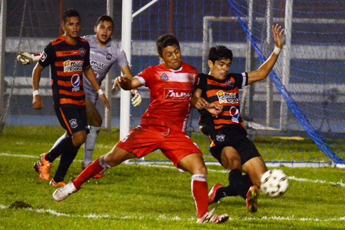 Águila logró vencer a FAS en el Óscar Quiteño. /DEM