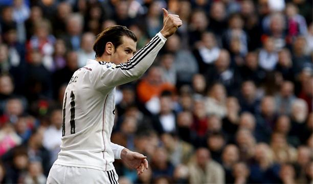 El centrocampista galés del Real Madrid, Gareth Bale gesticula en un momento del partido ante el Espanyol, de la decimoctava jornada de liga en Primera División que se disputa esta tarde en el estadio Santiago Bernabéu. EFE