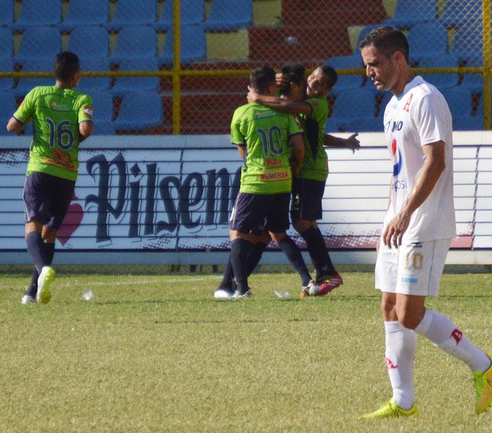 Santa Tecla venció a domicilio al Alianza. /WILSON URBINA