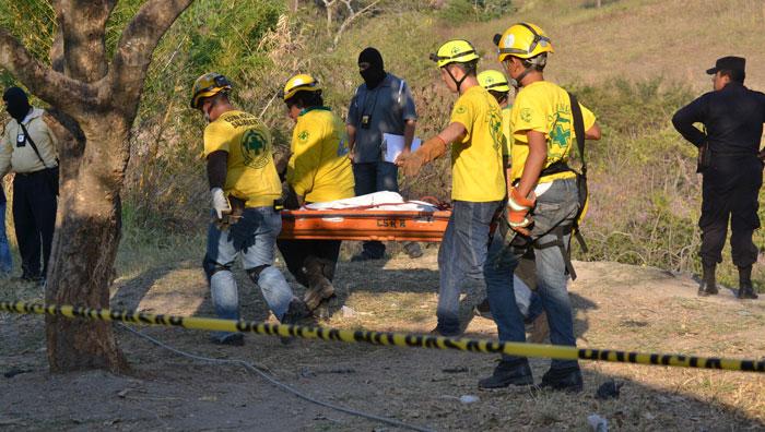 Los cadáveres de los pandilleros fueron recuperados de una quebrada a más de 150 metros de profundidad. /E.MARTÍNEZ