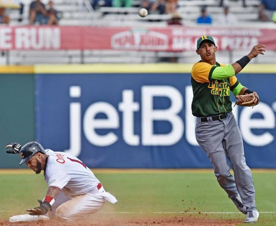 El campocorto del equipo nacional de béisbol de Cuba Dainer Moreira. Foto tomada de www.elnuevoherald.com