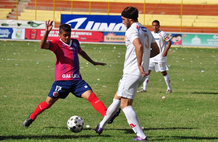 La primera división decidió el lunes incrementar a 84 dólares el costo de la credencial para cubrir los juegos del fútbol salvadoreño. /DEM