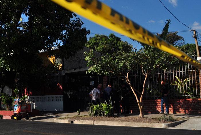 Los sujetos discutieron sobre la 37a. calle Poniente, en colonia La Campiña, en San Salvador. /DEM