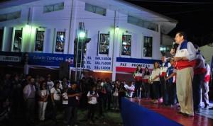 El presidente de ARENA, Jorge Velado, dio a las 9:36 un breve discurso optimista sobre sus expectativas electorales. /Ó. MACHÓN