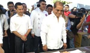 Armando Flores y Oscar Ortiz, vicepresidente de la República.