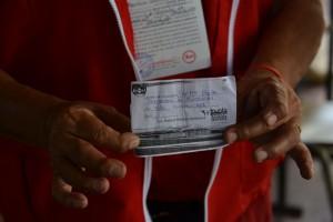 IRRESPETO AL CÓDIGO ELECTORAL La ley establece que la propaganda debe estar por lo menos a 100 metros de los centros de votación. En Ahuachapán, tuvieron que retirar propaganda cercana a tres centros. En el C.E. Alejandro Humboldt, denunciaron que ARENA entregaba orientación con el nombre de su candidato.
