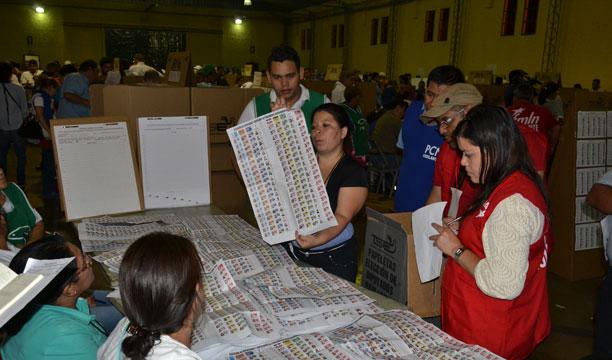 El conteo de votos cruzados fue lo más difícil para las Juntas Receptoras. /ERNESTO MARTÍNEZ