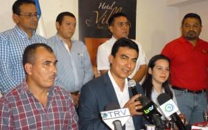 Miguel Pereira agradeció la felicitación de Wil Salgado. /DEM