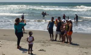 Muchos salvadoreños decidieron acudir a la playa en lugar de votar por alcaldes y diputados. /DEM
