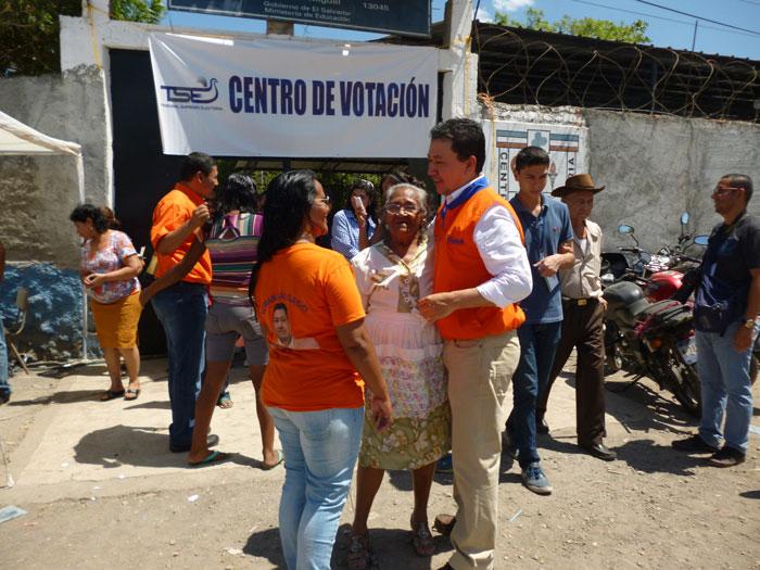 Los hermanos Wilfredo y Numan Salgado, de GANA, y Miguel Pereira, del FMLN, acudieron a las urnas. Pereira y Wil Salgado aspiran a ser alcalde de San Miguel.