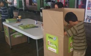 Decenas de niñas y niños votaron en Mundo Feliz. /ASTRID MEJÍA.