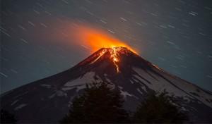 Erupción del volcán Villarrica, hoy 3 de marzo de 2015, en Villarrica, a unos 750 kilómetros al sur de Santiago de Chile. EFE
