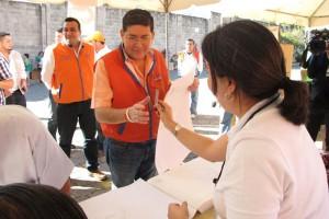 Walter Araujo ejerce su voto en el MUNA, San Salvador. /CORTESÍA