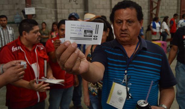 EN EL COLEGIO CATÓLICO San Sebastián, San Vicente, denunciaron inducción al voto de ARENA. /W.U.