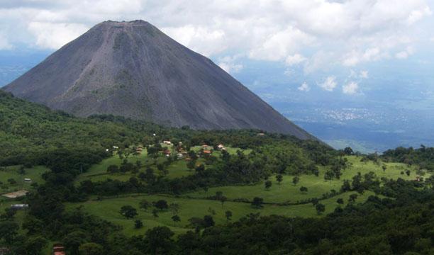 El volcán de Santa Ana o  Ilamatepec. DEM/Archivo