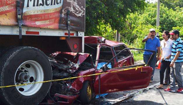 Un hombre falleció al dormirse al volante ayer sobre la carretera a Quezaltepeque. /JAIR MARTÍNEZ