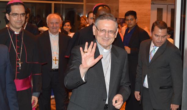 Angelo Amato, enviado especial del Vaticano al llegar al aeropuerto. /Wilson .URBINA