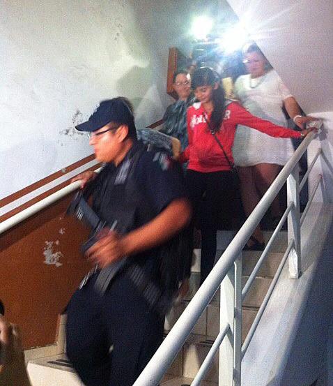 Alondra Díaz (c-d), la menor mexicana buscada por su madre residente en EE.UU. EFE
