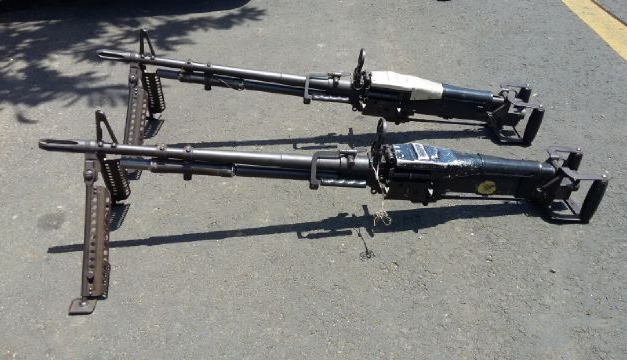 Dos de las tres ametralladoras M-60 robadas a la Fuerza Armada e incautadas la semana pasada en Ahuachapán. /DEM