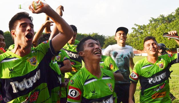 Los jugadores del Santa Tecla celebran el pase a la final. /Jair Martínez