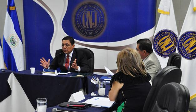El consejero Jorge Quinteros pidió retirarse de la entrevista a Alejandro Quinteros, por ser parientes. /Óscar Machón