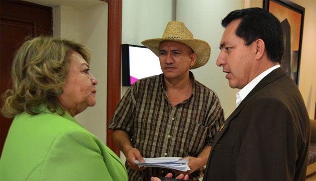 Milagro Navas (i) presidirá de nuevo Comures. /Jair Martínez