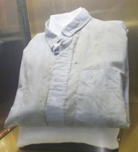 Camisa que usaba Romero cuando fue asesinado. /R.Enamorado