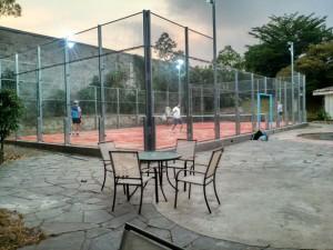 Cancha iluminada con la que cuenta Pádel Sport Center. Cortesía.