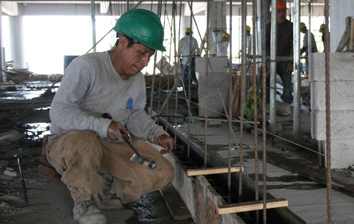 Los constructores se quejan de la burocracia. /DEM