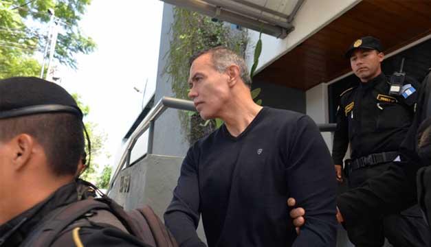 Juan de Dios Rodríguez, director del IGSS, fue llevado a una prisión. /DEM