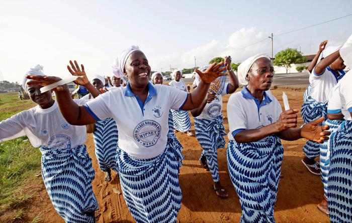 Mujeres celebran la noticia. EFE