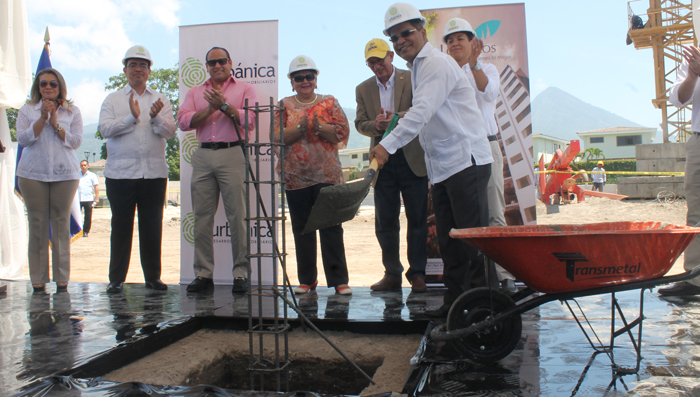 Autoridades del Gobierno central y municipal acompañaron a Urbánica en el inicio de las obras en PuertaLos Faros./ Pablo Corozo