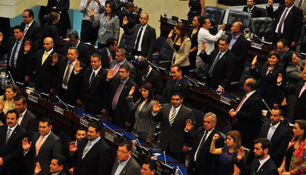 Diputados de partidos de derecha toman juramento como legisladores propietarios. /ó. machón