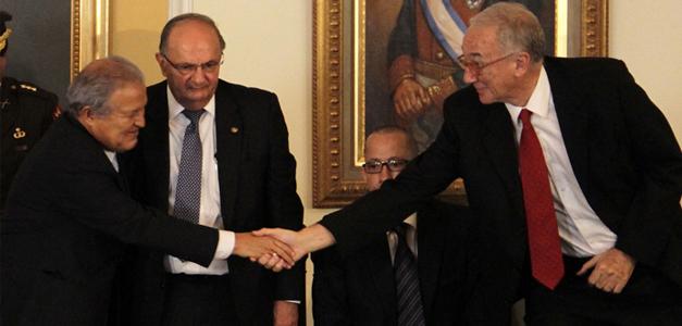 El presidente de la República firmó el acuerdo frente a diferentes instancias nacionales e internacionales. / casa presidencial