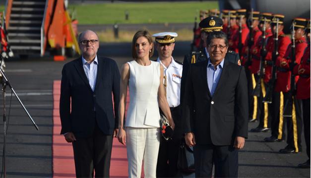 Doña Letizia arribó ayer al Aeropuerto Mons. Romero. /E.M.