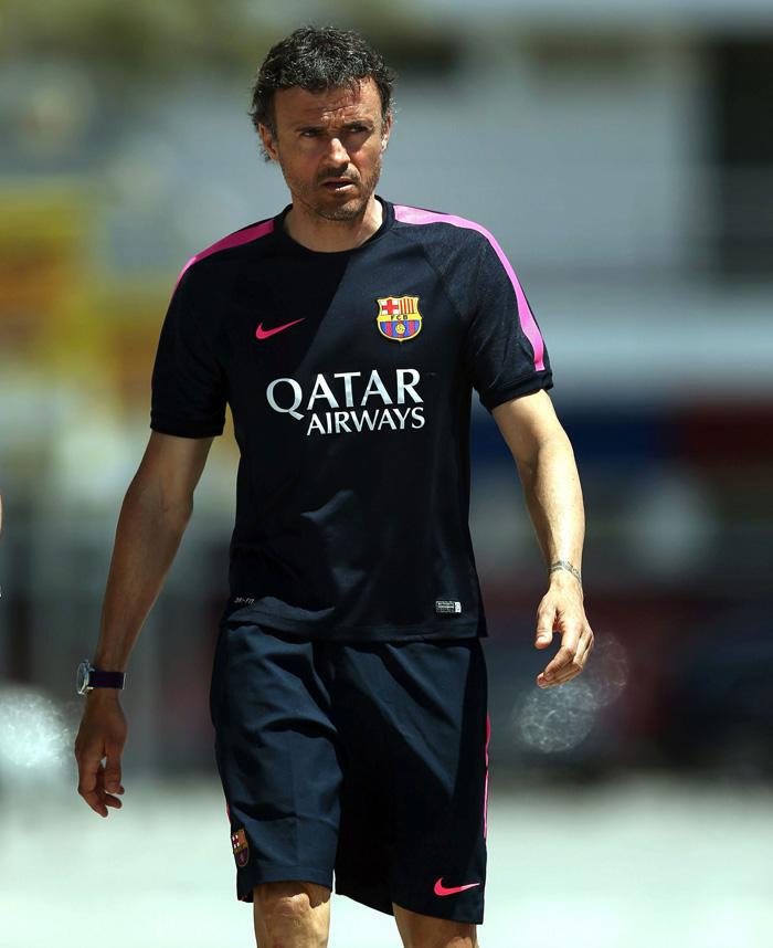 El entrenador del FC Barcelona, Luis Enrique, se dirige a la rueda de prensa que ofreció tras el entrenamiento realizado por la plantilla blaugrana. EFE
