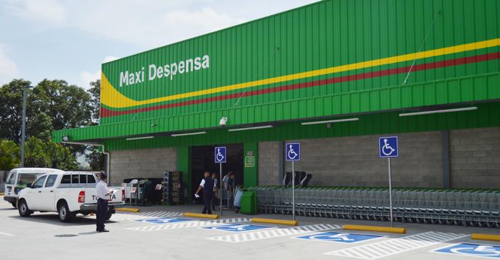 La Maxi Despensa de Apopa está sobre la carretera Troncal del Norte. / Wilson Urbina