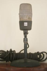 Equipos de museo de la radio YSAX que fueron utilizados por monseñor Romero para grabar sus programas. /R. E.