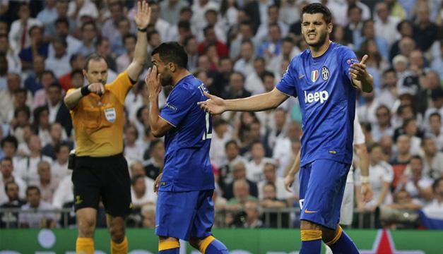 El delantero de la Juventus Álvaro Morata (d), durante el partido de vuelta de la semifinal de la Liga de Campeones. EFE