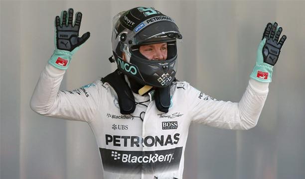 El piloto alemán Nico Rosberg, del equipo Mercedes AGM Petronas, tras conseguir el mejor tiempo en la cuarta sesión de entrenamientos del Gran Premio de España. EFE