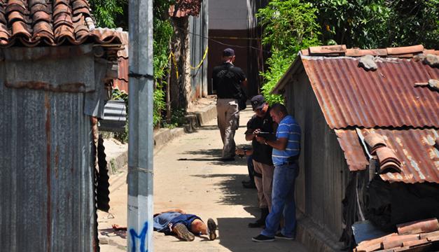 Un hombre fue asesinado en el barrio El Calvario en San Francisco Chinameca, La Paz. /ÓSCAR MACHÓN