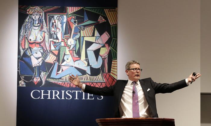 """El presidente global de Christie's, Jussi Pylkkaenen, lidera la subasta de """"Les femmes d'Alger"""" de Pablo Picasso. EFE"""