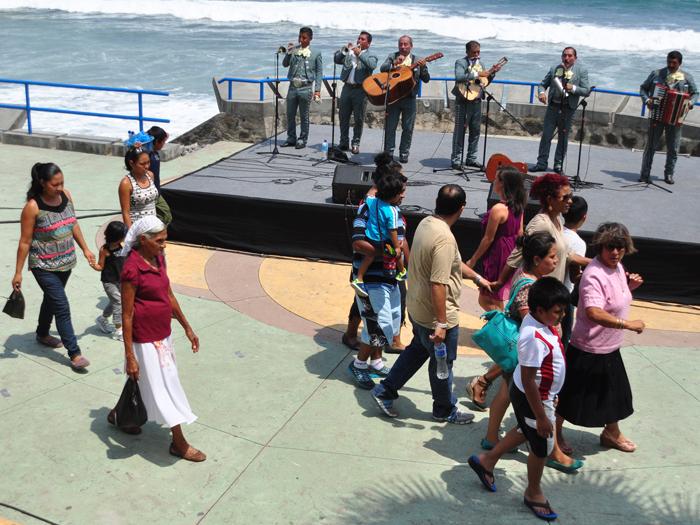 El ambiente se mantuvo tranquilo en el Puerto de La Libertad. Salvadoreños celebraron el día de la madre visitando el muelle y el malecón. /DEM
