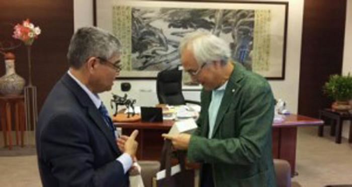 Secretario de Cultura de El Salvador, Ramón Rivas con el Rentor de la Universidad Nacional de las Artes de Taipei, Yang Chyi-Wen. Cortesía SECULTURA
