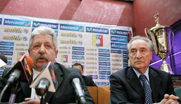 El presidente de la Federación de Fútbol de Venezuela, Rafael Esquivel (izda), y al vicepresidente de la misma, Eugenio Figueredo (dcha). EFE