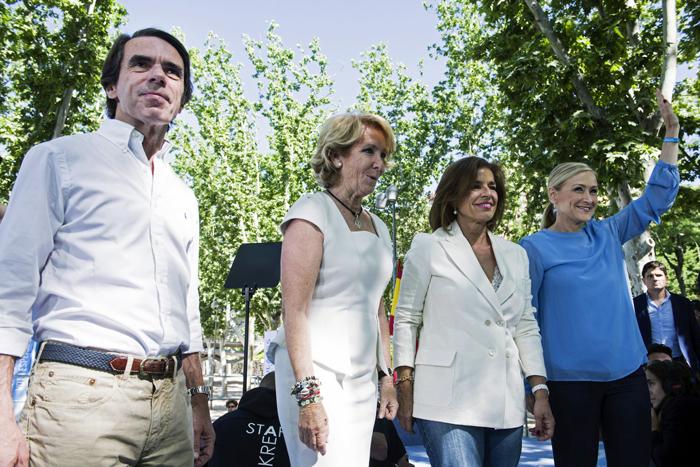 El presidente de honor del PP, José María Aznar (izq.) se une a la campaña de su partido. / EFE