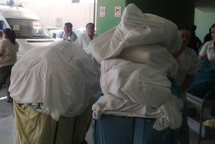 El personal del hospital tiene que trasladar a diario la ropa a otro centro para lavarla. /x.g.