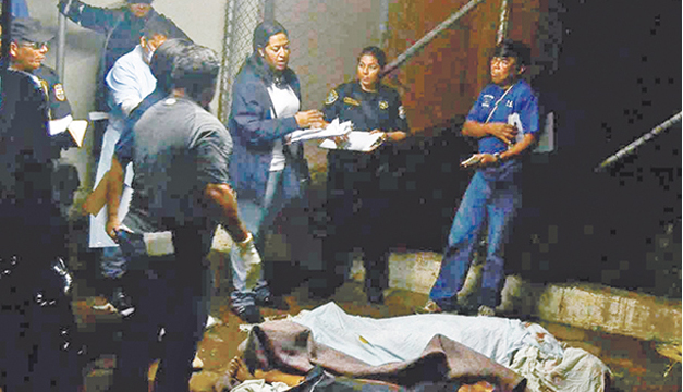 Tres de los 14 fallecidos murieron en el lugar del choque. /E.M.