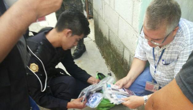 La Policía de Guatemala encontró decenas de fotos que pertenecerían a las víctimas de los secuestros./MP Guatemala