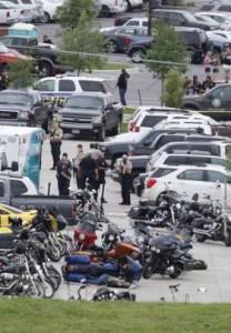 Bandas de motociclistas se enfrentan a tiros. /DEM